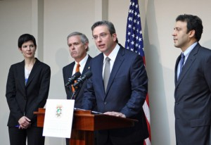 Gov. García-Padilla outlines his reasons for backing the airport privatization deal during a press conference at La Fortaleza Tuesday, as Chief of Staff Ingrid Vila, GDB President Javier Ferrer and Ports chief Víctor Suárez stand by. (Credit: La Fortaleza)
