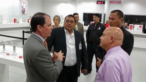 Claro President Enrique Ortiz de Montellano, left, meets and greets Plaza Guayama's customer service. (Credit: Dennis Villalobos, Claro)