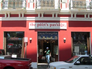 Café Poético, adjacent to the Poet's Passage, has the feel of a writer's den and is imaginatively furnished.