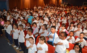 More than 200 students from 12 elementary schools in Peñuelas and Guayanilla take the oath during the ceremony held recently at the Teatro Centro Escolar José A. Giovannetti in Yauco.