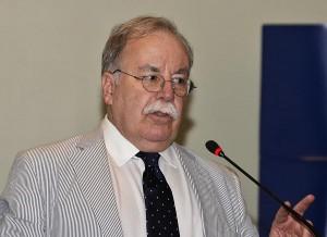 Economist José J. Villamil (Credit: © Mauricio Pascual)