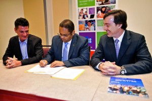 Anthony Salcito, vice president of Microsoft Corp.'s education and public sector division, Education Secretary Rafael Román-Meléndez, and Microsoft General Manager Marco Casarín sign the MOU.