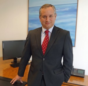 Fredy Molfino, who has an MBA in Economics, has more than 16 years of experience with Grupo Santander in different functions and countries.