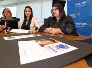 From left: Damaris Pérez, deputy secretary of Education, Viviana Mercado, corporate affairs manager of Walmart Puerto Rico, and Dariely Zambrana, one of the grad moms.