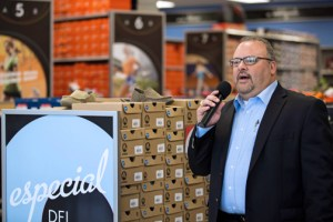 Todd Beurman, senior vice president of marketing addresses the media during the official opening of the new Plaza Caparra store Tuesday.