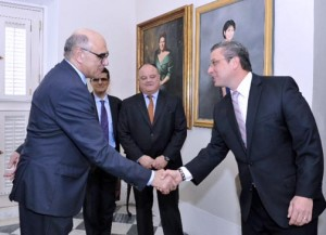Salvador Alemany (left) shakes hands with Gov. García-Padilla, while Carlos Del Río, International concessions director of abertis, and Gonzálo Alcalce, COO of metropistas look on.