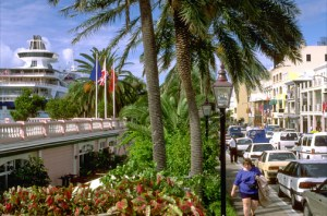 Cruise ship docks along Front Street in Hamilton, Bermuda. (Credit: Larry Luxner)