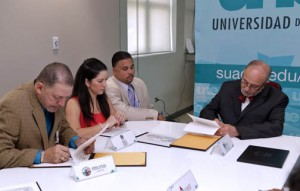 Universidad del Este officials sign off on agreements with the government and private sector.