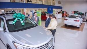 FirstBank joined the Outumuro Automotive Group to open a new Hyundai dealership on Route 2 in Hato Tejas.