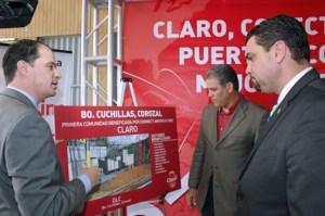 From left: Claro President Enrique Ortiz de Montellano, Corozal Mayor Sergio Torres and Telecommunications Regulatory Board Javier Rúa-Jovet discuss details of the broadband project.