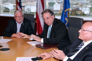 Puerto Rico Chamber of Commerce President Jorge Cañellas, center.