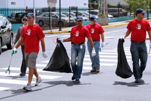 A brigade of Toyota de Puerto Rico employees recently cleaned up the area of Muñoz Rivera Avenue close to the automaker's headquarters in Río Piedras.