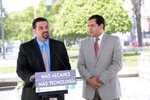 From left: TRB President Javier Rúa-Jovet and Transportation Secretary Miguel Torres-Díaz.