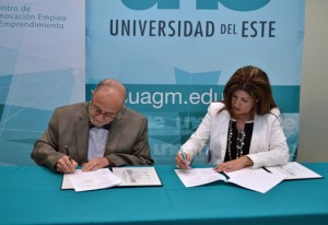 Alberto Maldonado-Ruiz, UNE rector and Yvette Collazo, SBA district director, sign off on the collaborative agreement.