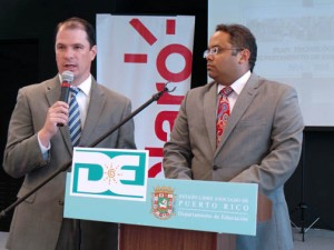 From left: Claro President Enrique Ortiz de Montellano and Education Secretary Rafael Román during a news conference Monday.
