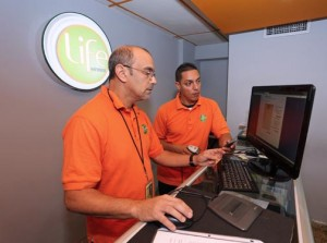 From left: Alessandro Cervantes, manager of the company's new customer service centers in Bayamón and Santurce, and Erick Miró, service center representative.