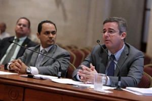 From left: José Maeso and Agustín Carbó during their turns to testify at Tuesday's public hearing.