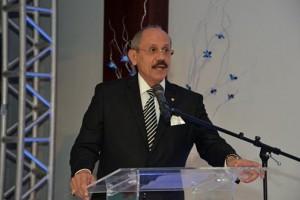 Dr. Manuel Zeno Gandía Credit Union CEO Efraín Domenech.
