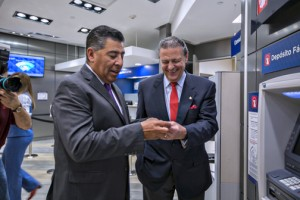 From left: Agustín Arellano and Richard Carrión during Tuesday's inauguration of the bank's airport branch.