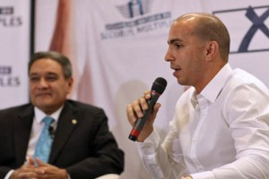 Professional basketball player Carlos Arroyo is the spokesman for the new compulsory insurance product.