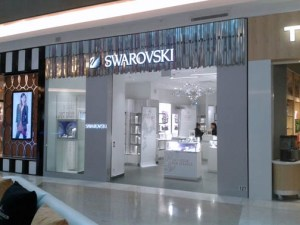 The newest Swarovski location joins a chain of some 2,500 stores worldwide and a list of upscale tenants already operating at The Mall of San Juan.