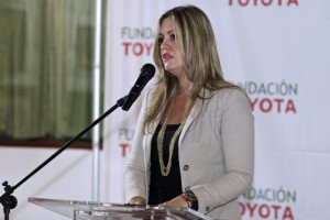 Saskia Gómez, public relations executive at Toyota de Puerto Rico Corp., announces this year's winners.