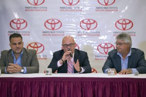 From left: Carlos Príncipe and José Quiles, vice president and president of the Puerto Rico Baseball Federation, respectively, and Manuel Forte, treasurer of the TDA, offer details of the partnership in benefit of pediatric cancer patients.