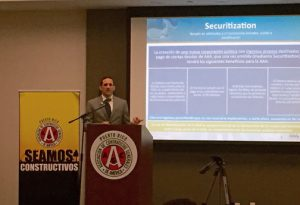 Puerto Rico Aqueduct and Sewer Authority Executive Director Alberto Lázaro speaks during the Associated General Contractors monthly luncheon.