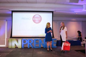 From left: Alessandra Correa, founder of Inprende and Ileana Molina-Bachman, Claro's director of marketing, corporate relations and advertising during the awards ceremony.