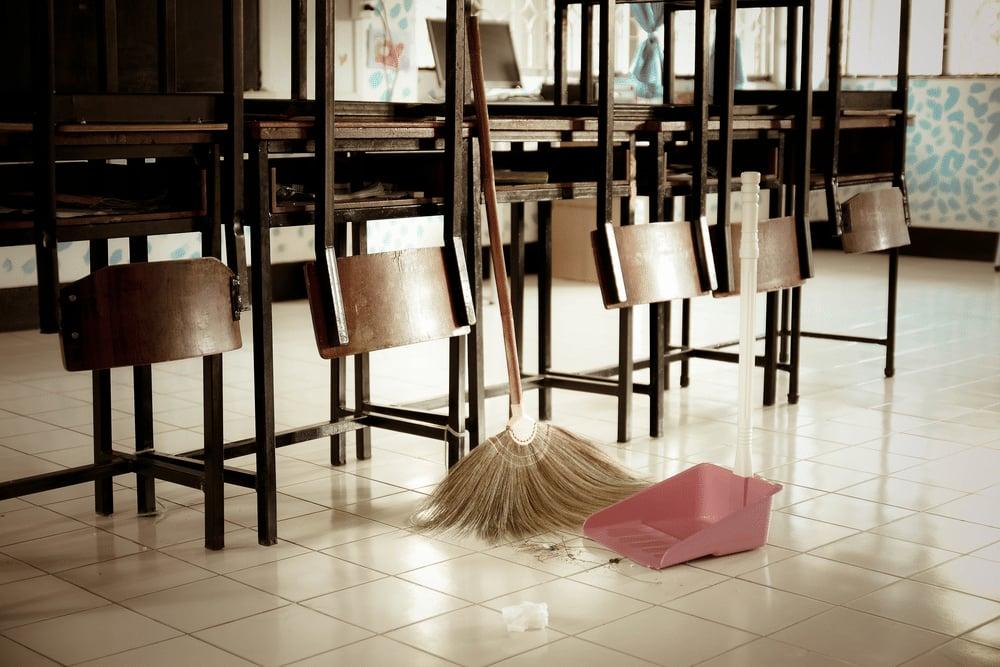 Internalizzazione dei servizi di pulizia delle scuole: slittamento al 1° marzo 2020