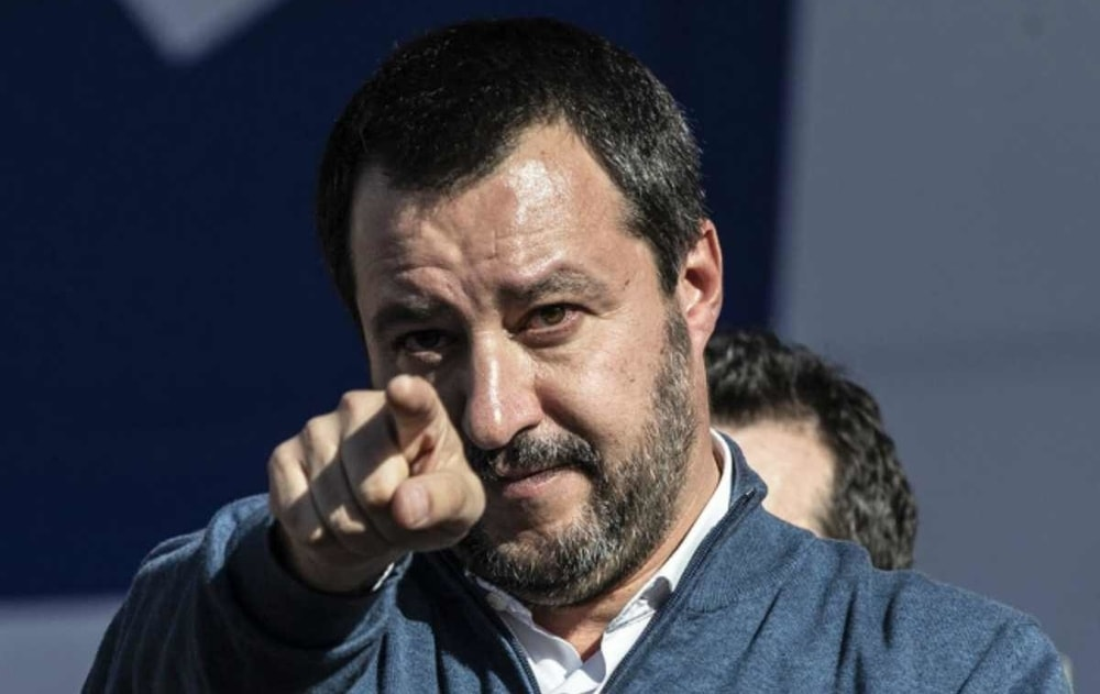 """""""Cancellare le scuole medie"""": per Salvini vanno riviste insieme ai 3 mesi di vacanze estive"""