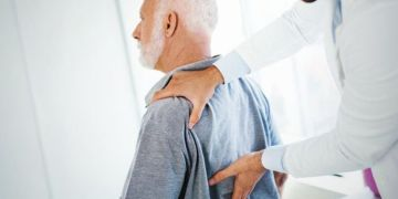 Can bowel cancer cause back pain?
