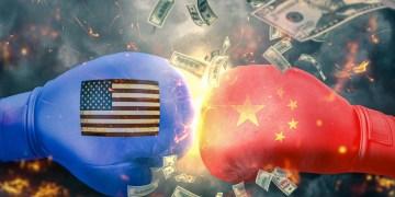 US & China moving from tariff war to technology war, economics professor tells Boom Bust