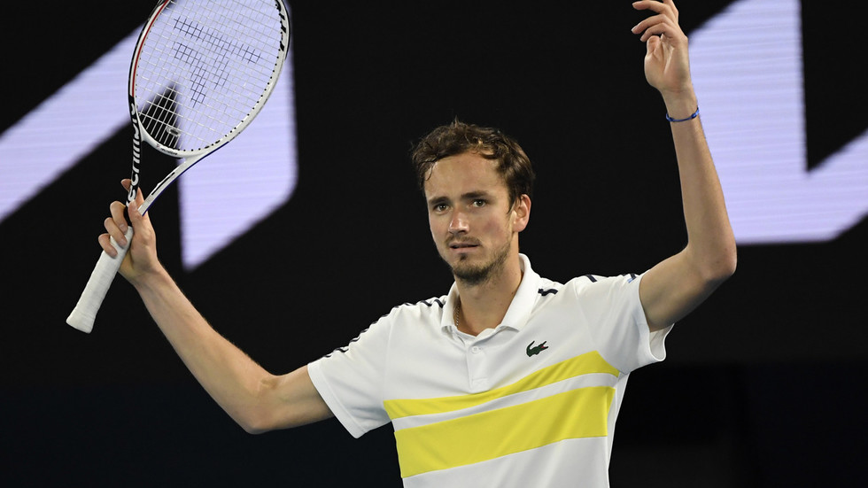 Russia's Daniil Medvedev becomes first man outside 'Big Four' to break into world's top 2 since 2005