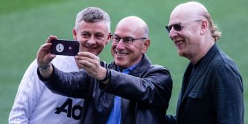 Gary Lineker's cold response to Man Utd fans' Glazers stance amid ownership row