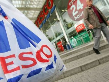 Tesco plots new online shopping focus as customer habits change and 15,000 stores close