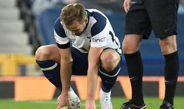 Harry Kane injury: Tottenham talisman hobbles off after rolling ankle in Everton draw