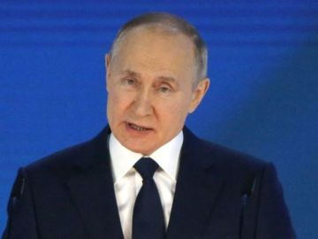 War fears as Russia shows 'readiness to stand up against the West' after Ukraine tensions
