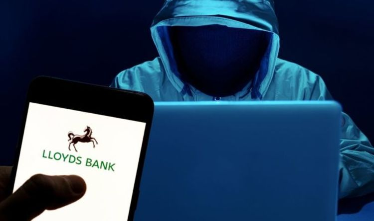 Lloyds Bank warning as Britons attacked by another text message scam - 'don't click!'