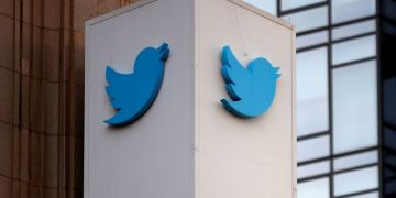 Twitter breaks tech's blockbuster streak, shares fall on tepid outlook