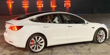Tesla cars can drive with no one in the driver's seat