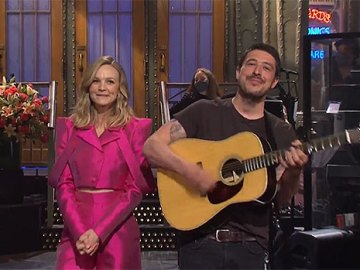 Carey Mulligan's Husband Marcus Mumford Hilariously Crashes Her 'SNL' Monologue With His Guitar