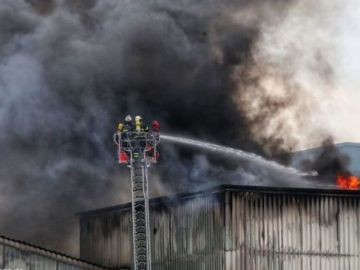 Hamburg fire: Blaze erupts at Tiefstack Power Station - Alarm triggered as flames hit roof