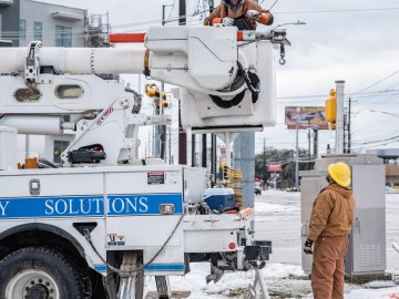 Texas lawmakers propose electricity market bailout after winter storm