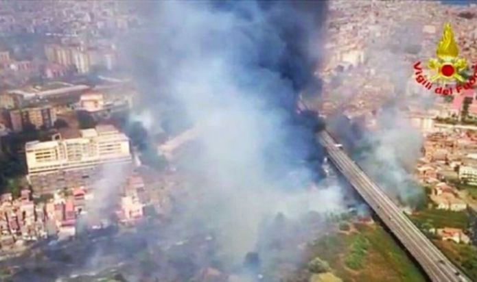 Italy: Hundreds of Tourists evacuated after a fire in the country in Sicily