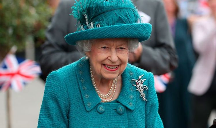 Queen 'anything but frail' as 're-energised' royal meets Coronation Street stars - video