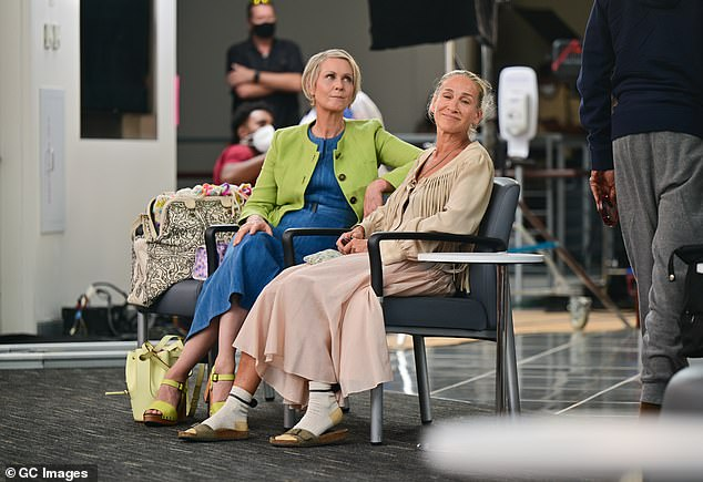 Lean on me:Always there to offer advice, Cynthia's character Miranda sat down on the bench with Carrie and listened to her woes