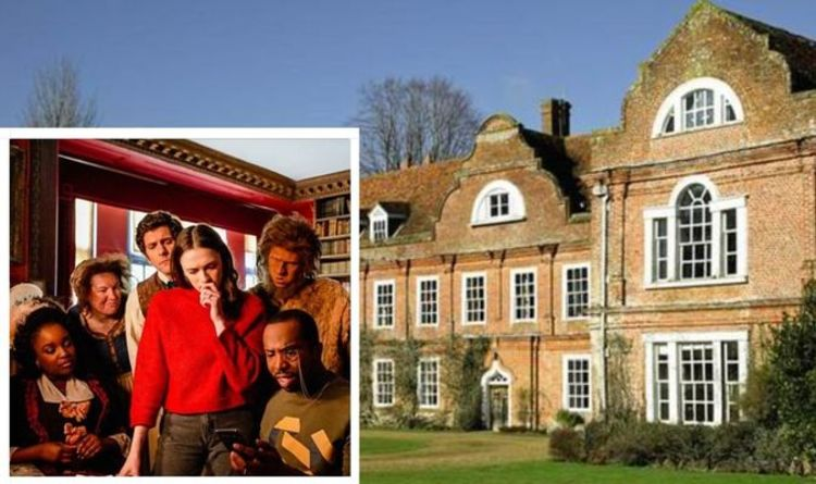 """Enjoy a haunting tour of the house that was home to BBC's smash hit """"Spooky Tour"""". Show 'Ghosts' is filme"""