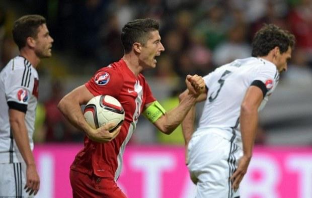 Robert Lewandowski celebrating Poland's only goal that he scored