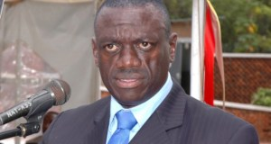 Kizza Besigye triggered the government today in a presser
